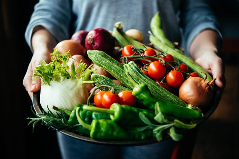 Кушать свежие овощи