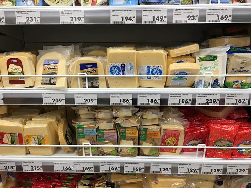 Сыр в магазине