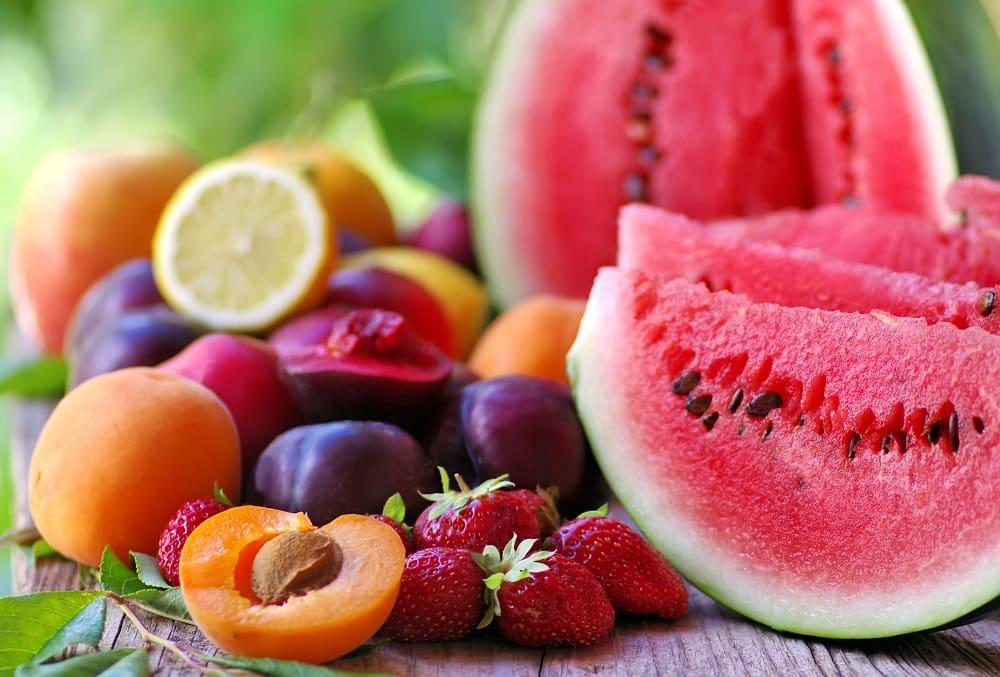 Фрукты и ягоды летом
