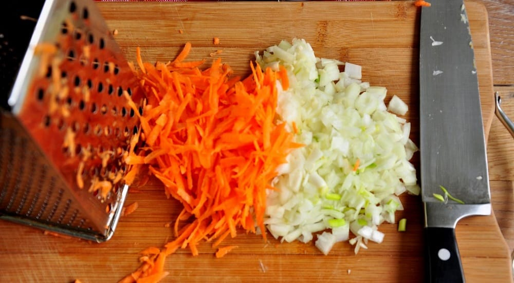 Лук и морковь для свиной тушёнки