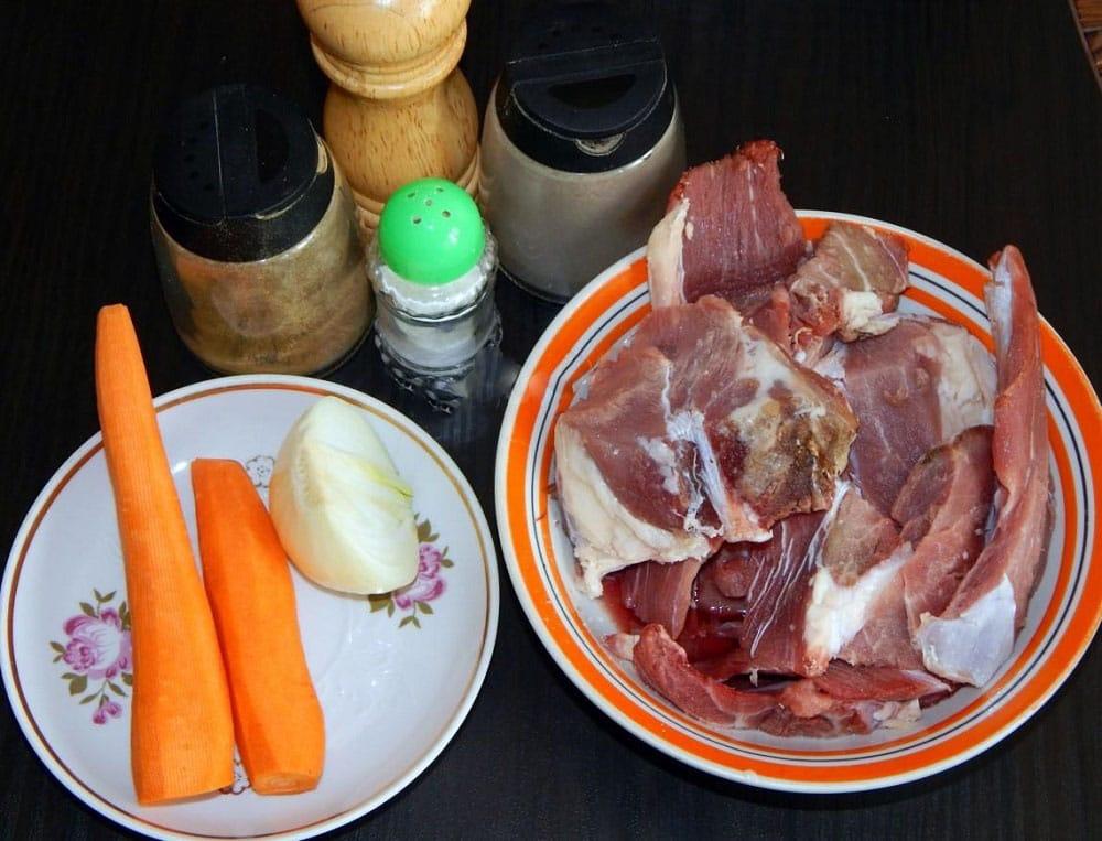 Состав говяжьей тушёнки на сковороде