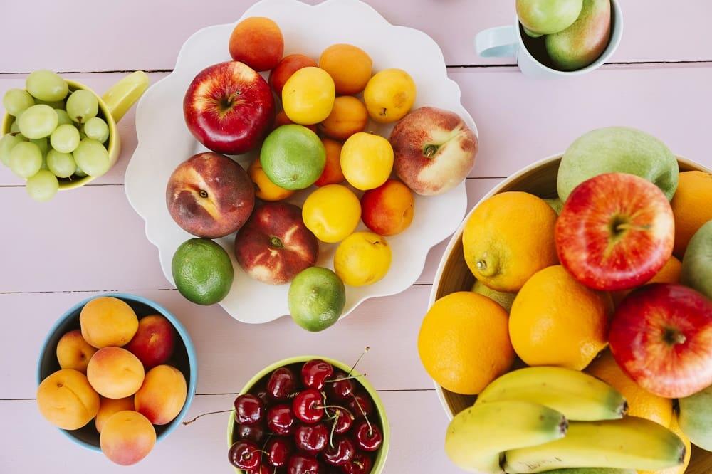Свежие фрукты весной