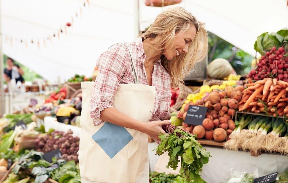 Выбор фермерских продуктов на рынке