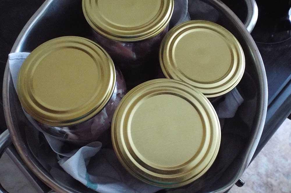 Тушёнка из баранины в кастрюле