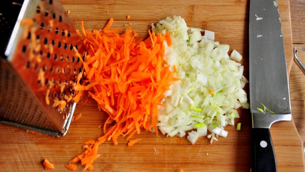 Морковь и лук для тушёнки с рисом