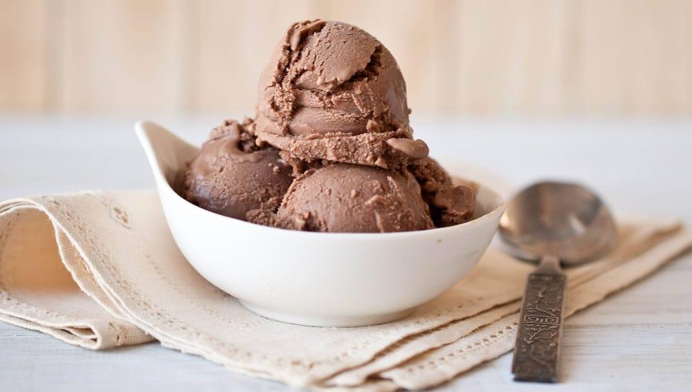 Мороженое с шоколадом