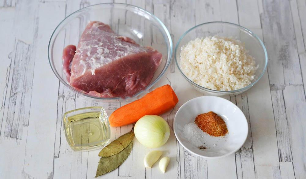 Рис, свинина, морковь, лук, специи