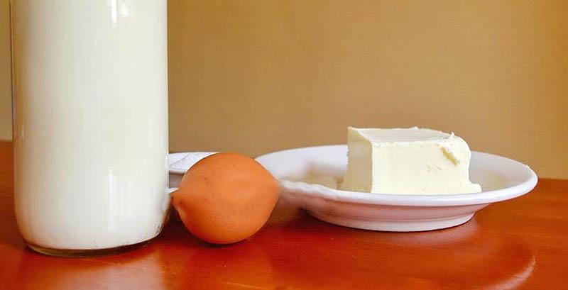 Кефир, масло и яйцо