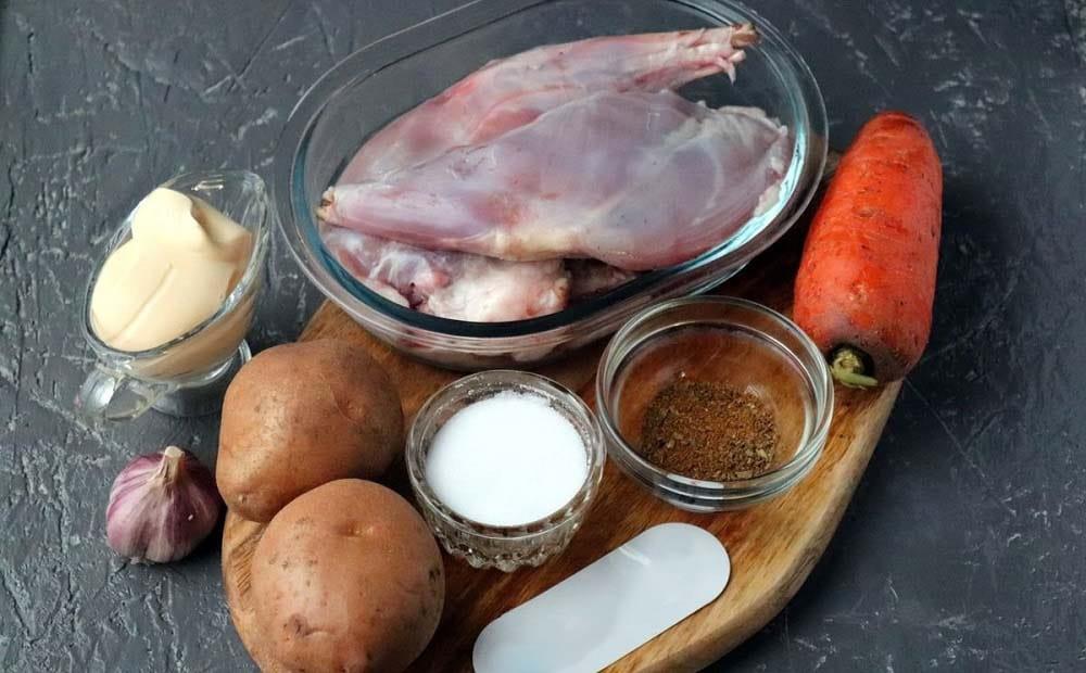 Кролик, картофель, лук, морковь, специи
