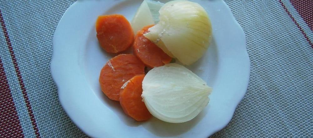 Лук и морковь из кастрюли