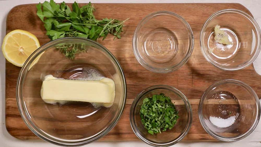 Масло, лимон, чеснок и зелень