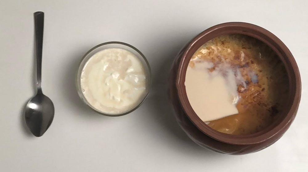 Сметана и молоко с корочкой